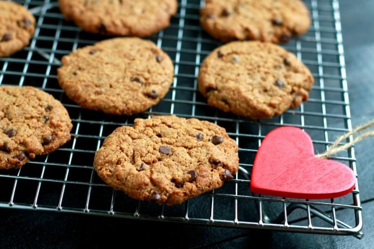 Flourless-Peppermint-Chocolate-Chip-Cookies-www.savorylotus-1102x734.jpg